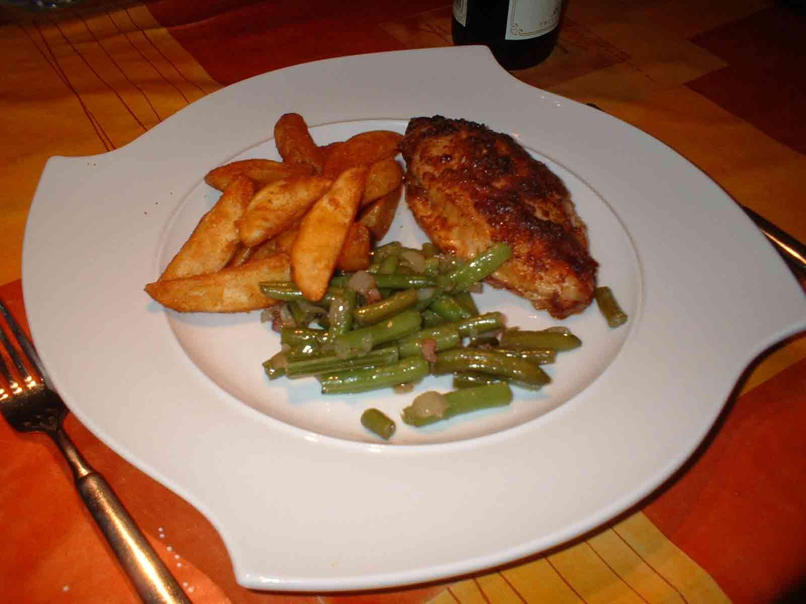 Kentucky french chicken an knusprigen kartoffelspalten mit - Kentucky french chicken ...